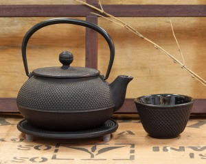 Cast iron Tetsubin tea pots from Japan, a classic way to prepare Japanese teas: 20% off
