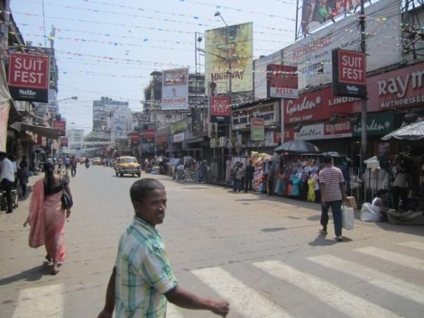 Kolkata, street scenes: near Chowinghee Road